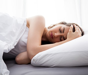 Woman struggling to sleep because of pain