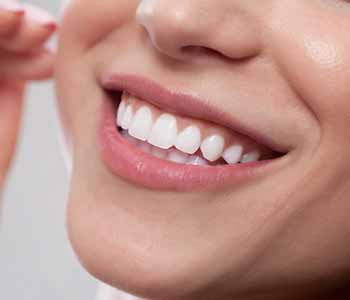 People in the Willoughby Hills, OH area are showing off healthy, attractive smiles with Zoom teeth whitening treatment from Smile Brighter Willoughby Hills. In the care of Dr. Michael Stern,
